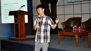 Pembicara III : Prof. Dr. Hendra Gunawan
